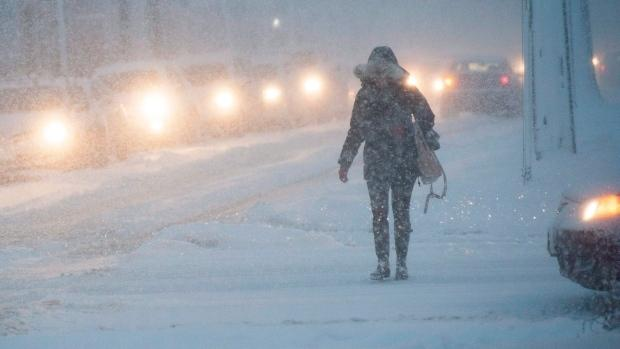 Police report 400 crashes amid snow storm in GTA