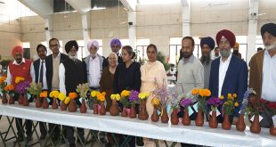 Flower Enthusiasts Throng Annual Flower Show at PAU